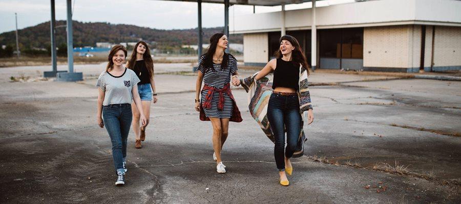 Miért járnak a lányok csoportosan a mosdóba?