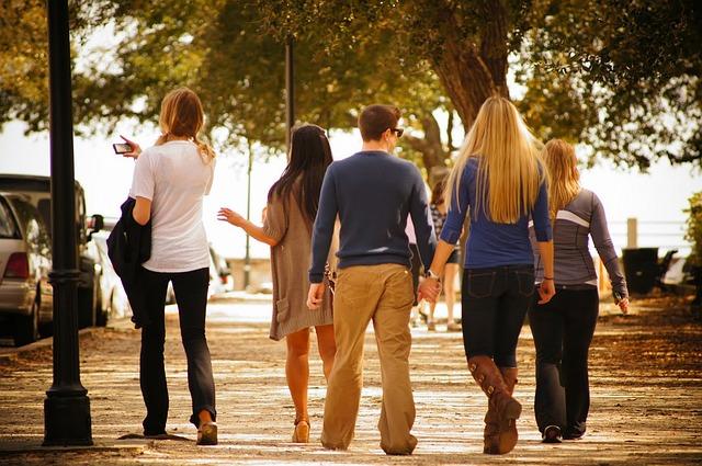 ismerkedési lehetőség sétálós párkereséső programokon